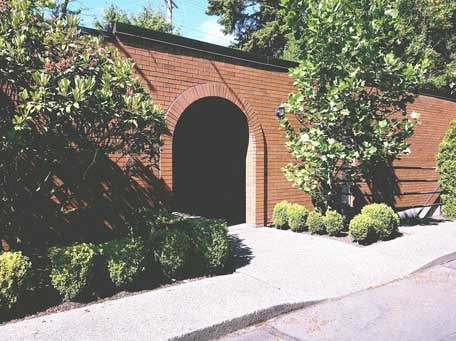 Dental Clinic Entrance in Lynnwood